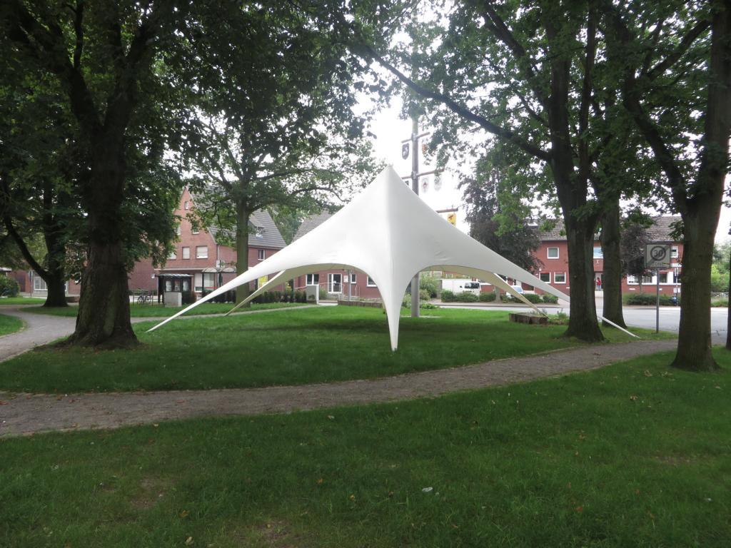 Besucherzelt für den Pöggskenmarkt wurde aufgestellt