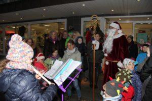 Nikolaus besucht Dorfkinder mit der Kutsche / Guter Zweck